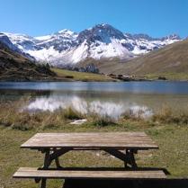 Tignes le Lac picnic face a la Grande Motte