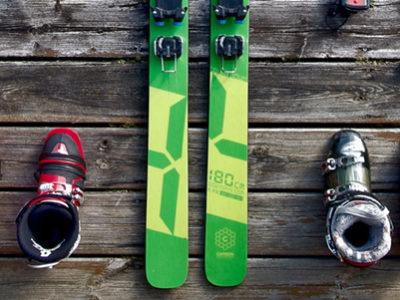 bandeau montrant le matériel de ski