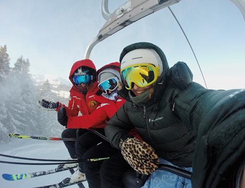 Skieurs satisfaits à Tignes grâce à leur matériel