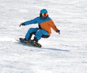 snowboarder sur les pistes