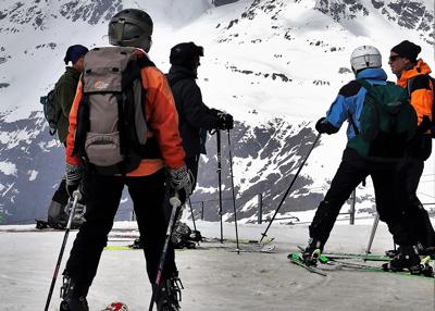 groupe de skieurs free ride