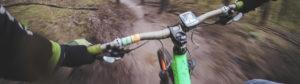 vue sur vélo downhill en montagne