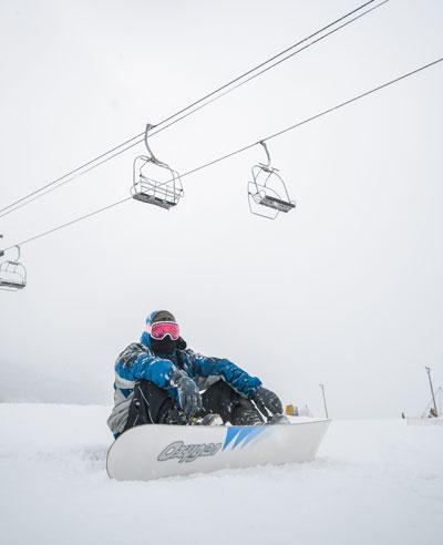 snowboardeur sur les pistes